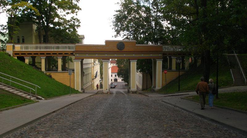 Path down under the Inglisild