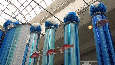 Ocean-themed fukinagashi display
