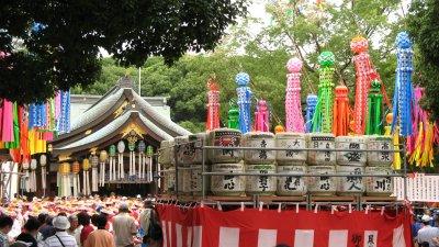 Sake barrels in front of Masumida-jinjas main hall