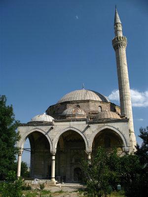 Facing the Mustafa Paša Mosque
