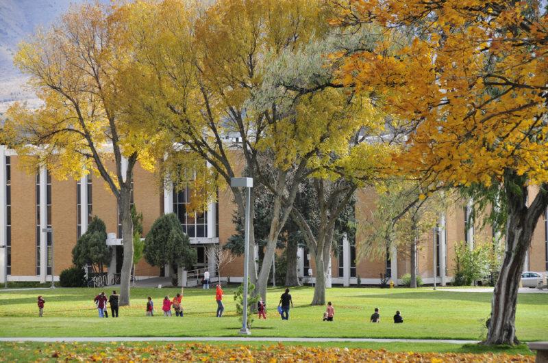 ISU quad autumn scene with kids _DSC4607.jpg