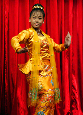 Classical Dance, Karaweik Restaurant (Dec 06)