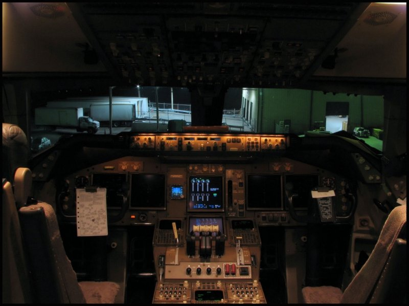 China Airlines Cargo Boeing 747-409F Cockpit (B-18715)
