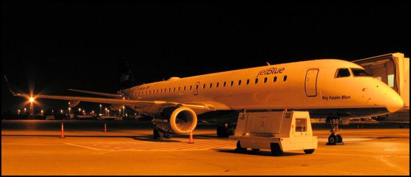 JetBlue Airways Embraer 190 (N198JB) **Panoramic**