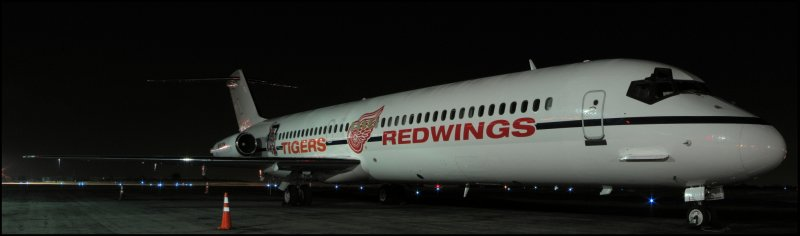 Detroit Tigers MLB-Detroit Red Wings NHL Team Plane DC-9 (N682RW) **Panoramic**