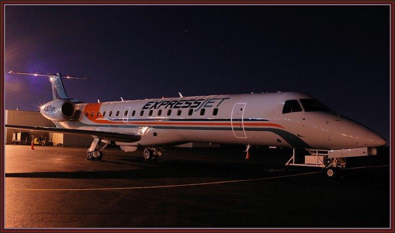 Express Jet  Airlines Embraer-145XR (N11189)