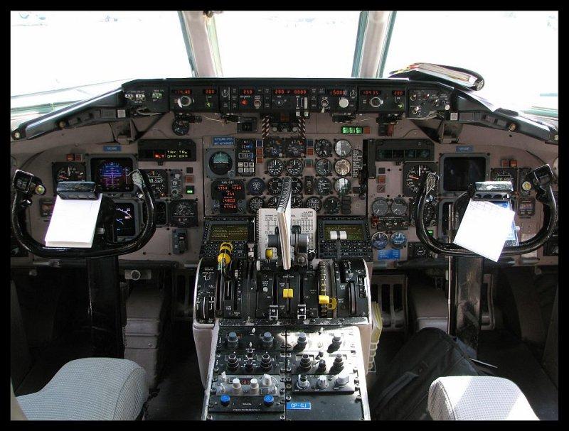 Midwest Airlines MD-81 Super 80 Flight Deck (N804ME)