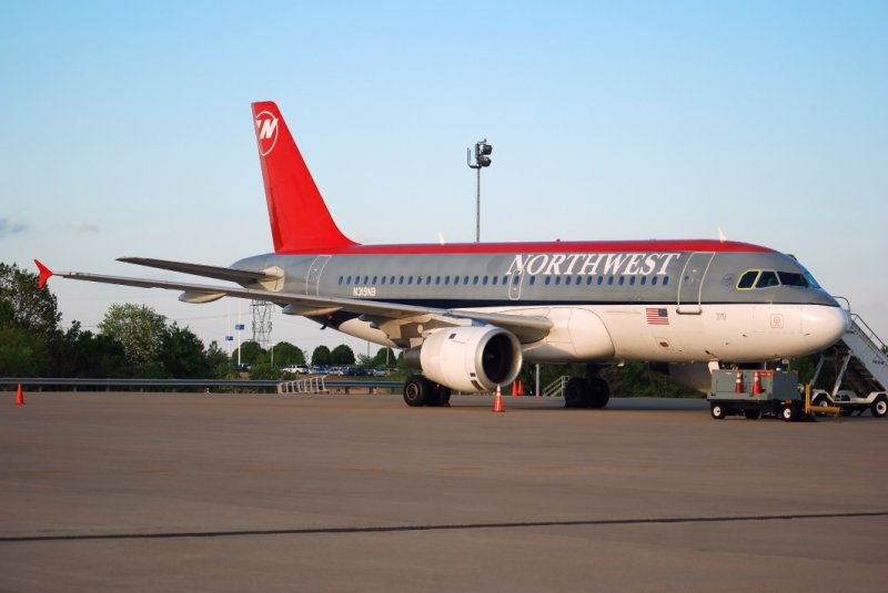 Northwest Airlines Airbus A319 (N319NB)