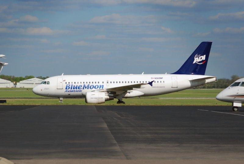 BlueMoon Aviation Airbus A319-112 Executive (N320NP)
