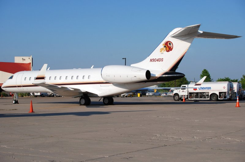 Washington Redskins Bombardier BD-700-1A10 Global Express (N904DS)