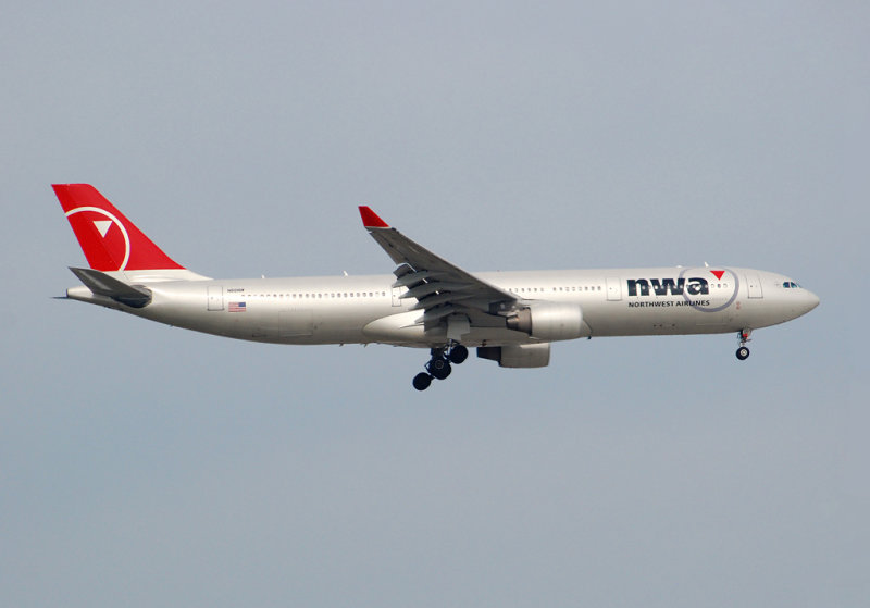 Northwest Airlines Airbus A330-323X (N801NW)