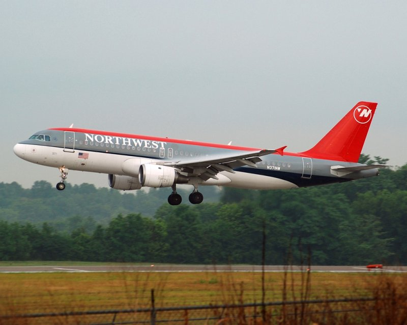 Northwest Airlines Airbus A320-211 (N371NW)