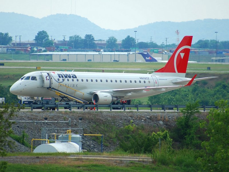 Northwest Airlink (Compass Airlines) Embraer-175-200LR (N602CZ)
