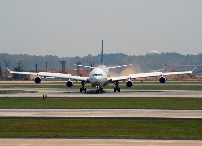 Lufthansa Airbus A340-311 (D-AIGH)