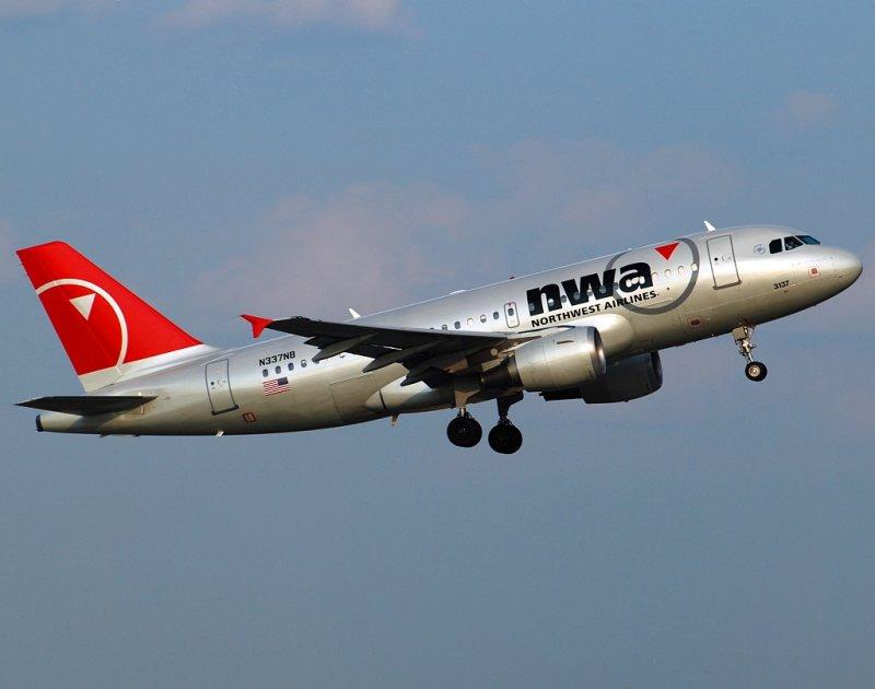 Northwest Airlines Airbus A319-114 (N337NB)