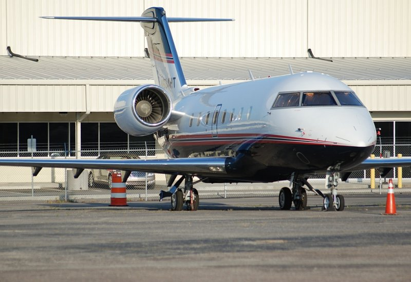 Private Bombardier CL-600-2B16 (N604HT)
