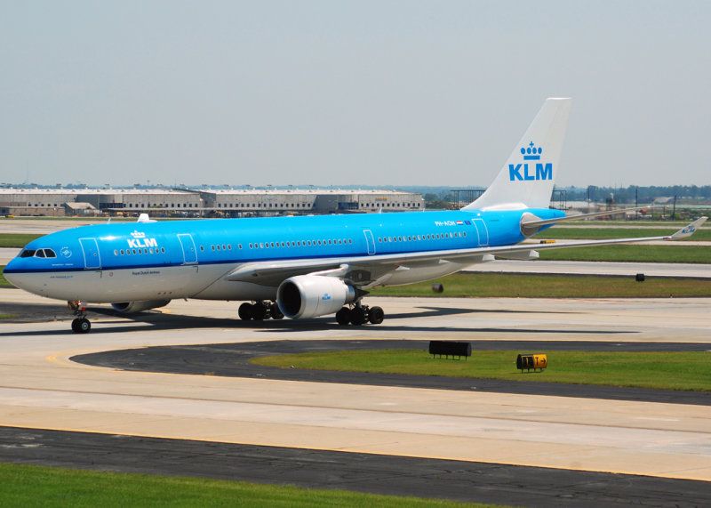 KLM - Royal Dutch Airlines Airbus A330-203 (PH-AOH)