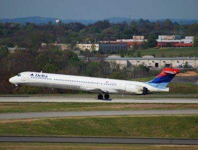 Delta Air Lines MD-90 (N909DA)