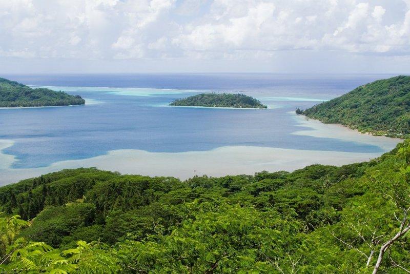 0960 Bourayne Bay and Motu Vaiorea