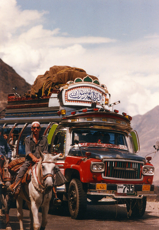Loaded bus-loaded horse