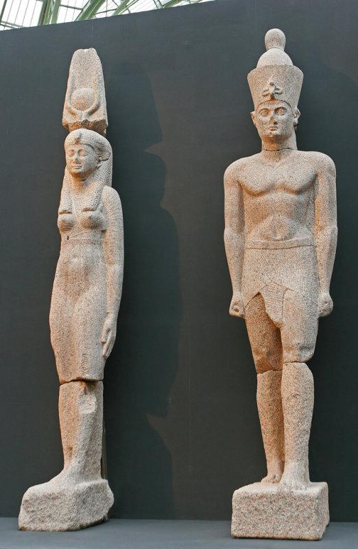 Statues colossales dun couple royal, dune hauteur de 5 mètres