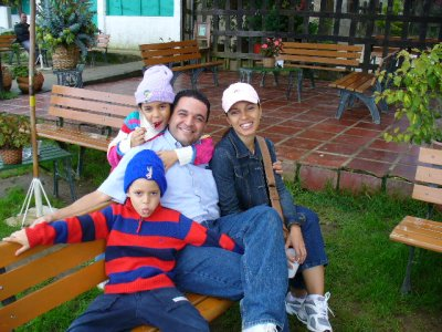 Oscar e Isbel con la Familia.jpg