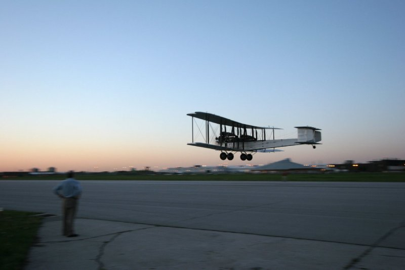 Vickers Vimy 02.jpg