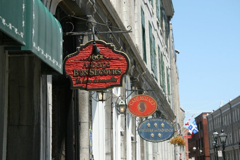 Signs, Montréal
