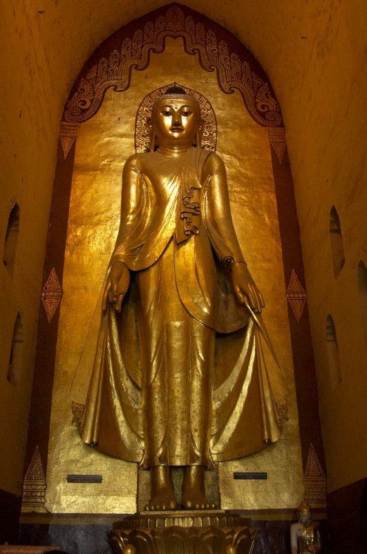 Buddha image in Ananda Temple