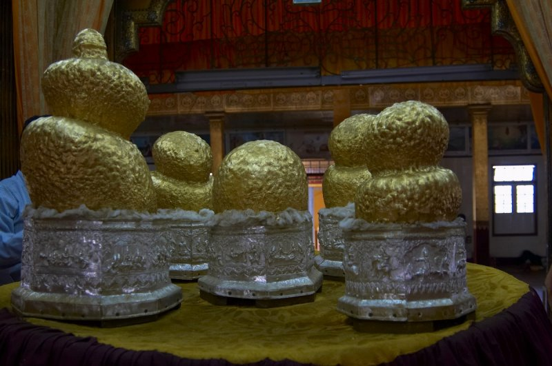 Buddha images, Phaung Daw Oo Pagoda