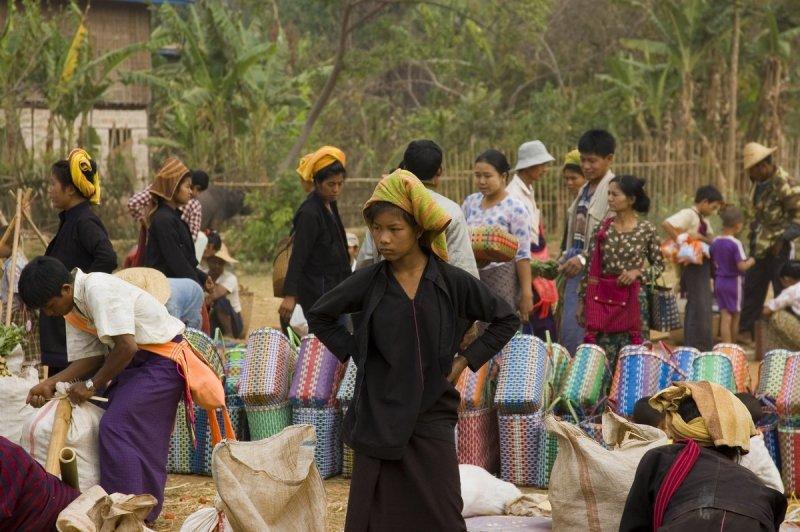 Serious Shan women, In Dein market