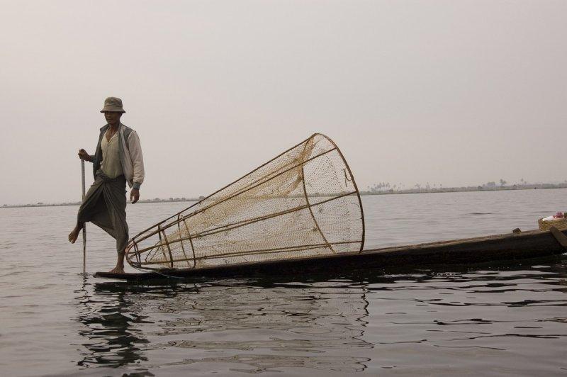 leg rower, Inle Lake