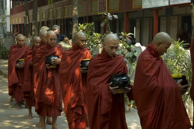Monks with donations, Managandayon monastery