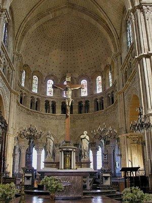 09 Chancel and High Altar 88001953.jpg