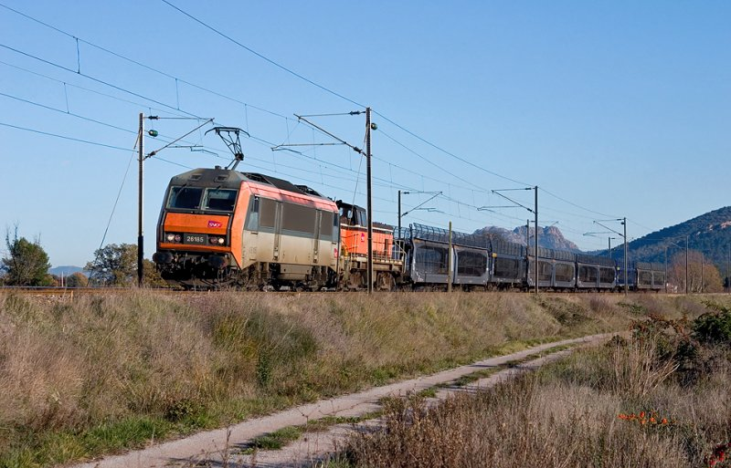 The BB26185 and a BB63000 in vehicle near Les Arcs-Draguignan.