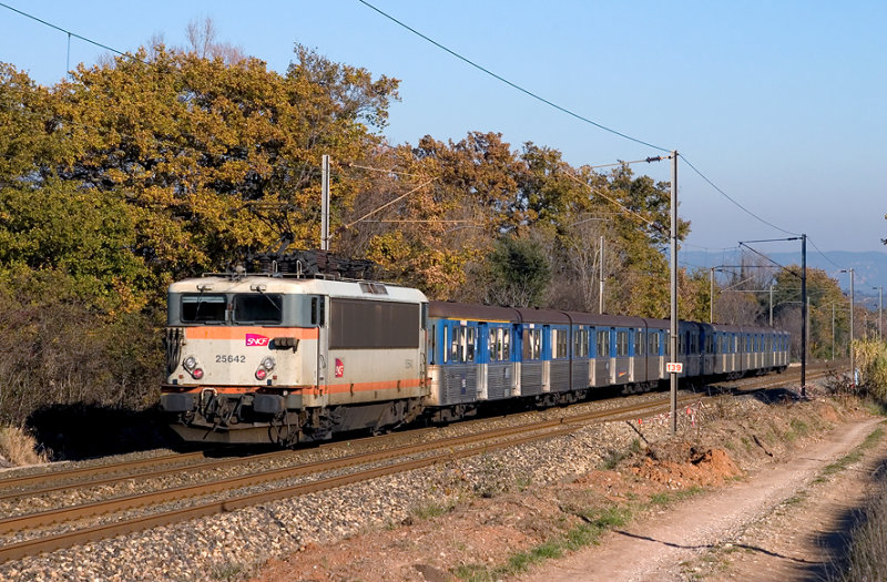 The BB25642, near Les Arcs-Draguignan, heading to Nice.
