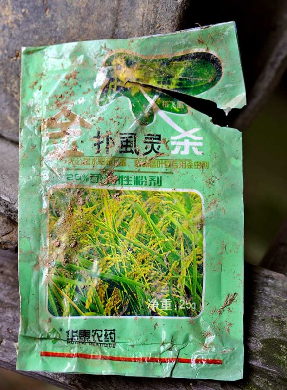 5208 Dry chemical pesticide that is mixed with water and liquid insecticide.