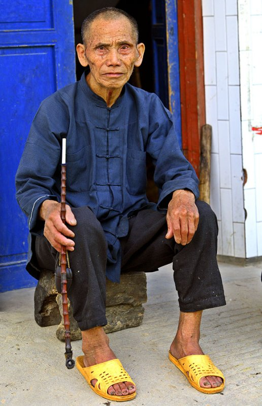 2787 Kam elder with traditional pipe.