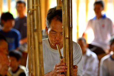 2824 Playing the lusheng in the new drum tower.