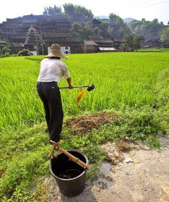 3460 Spreading liquid fertilizer.