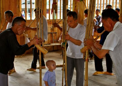 0538 Intergenerational learning in the new drum tower.