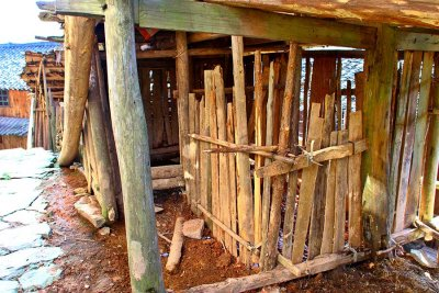 0583 Common construction for a pigpen.
