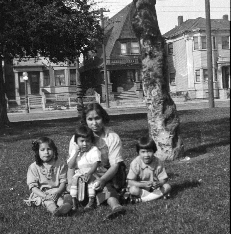 Elizabeth, Doris, Grandma  and Gertrude