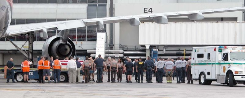 MIA personnel honor the return of a fallen soldier photo #2126