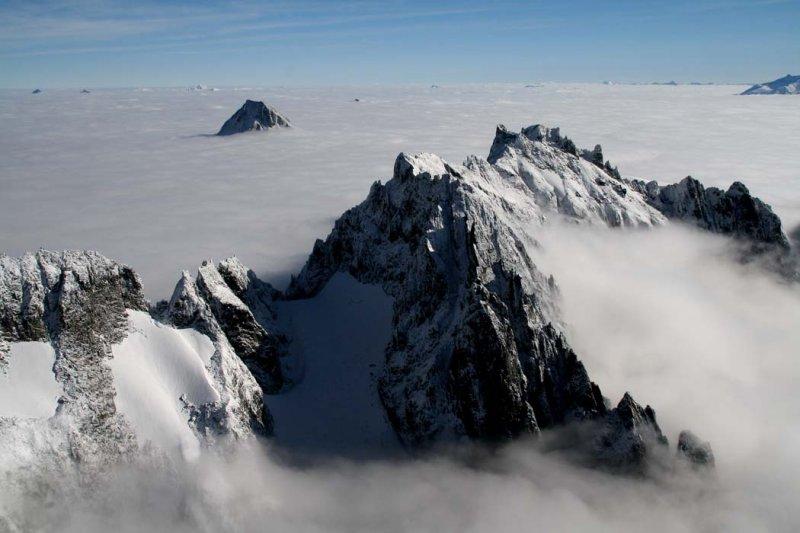 Mt. Fury, View NE (NPickets101706-124adj.jpg)