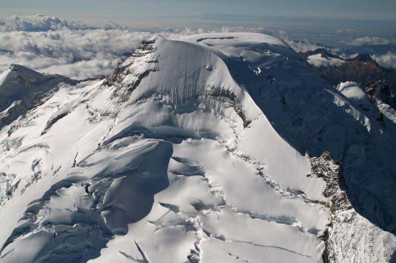 Baker:  NE Face/Park Glacier Headwall & NE Ridge<br> (MtBaker101706-098adj.jpg)
