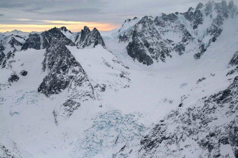 Radiant Glacier, View SW <br>(W122806--_0275.jpg)