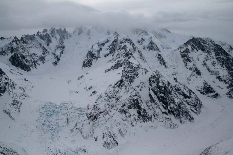 Radiant/Scimitar Glacier Confluence, View S <br>(W122806--_0263.jpg)