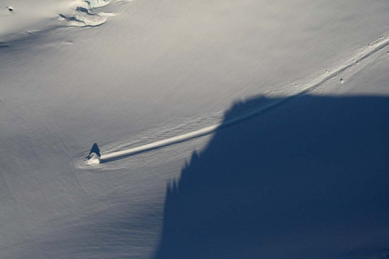 Coleman Glacier:  Fallen Ice Block (MtBaker032707-_096.jpg)