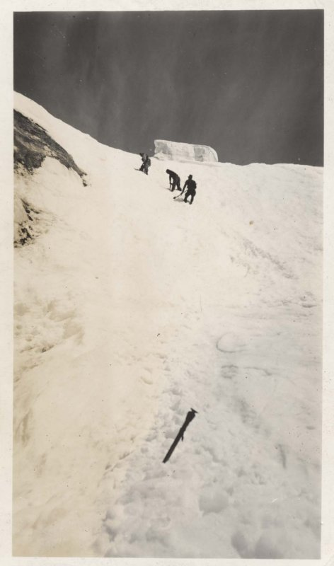 Searchers In The Slide Path (Baker1939-3.jpg)
